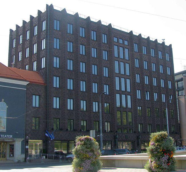 Tallinna linnavalitsuse hoone Tallinnas Vabaduse väljakul, vaade Jaani kiriku poolt, 27. august 2011. Autor: Oop.